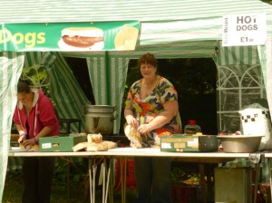 Edna preparing the Hot Dogs stall